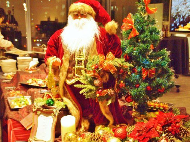 クリスマスコーディネートとサンタクロース