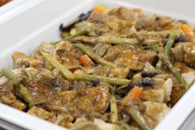 地鶏モモ肉のロースト ポルチーニ茸とマデラ酒ソース(16年9月~10月メニュー)