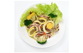 春野菜と柔らかイカのマリネ カレーヴィネグレット