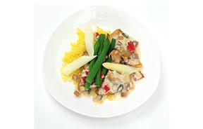 鮮魚とアスパラガスのソテー 旬の貝類のバスケーズソース