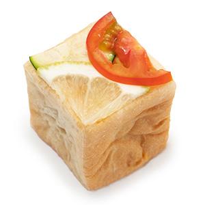 夏野菜と広島レモンのキッシュサンドウイッチ