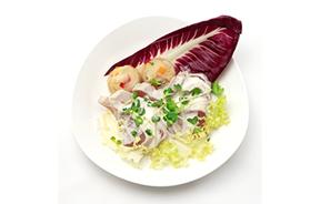 キハダマグロのカルパチョ  ポテトと香味野菜のエクラゼ 西洋わさびソース